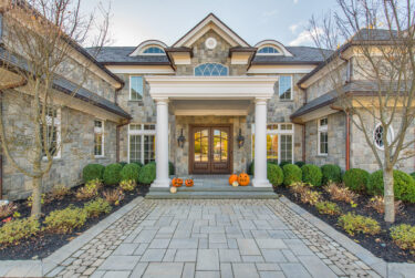 How to Pick Exterior Paint Colors for Your Home